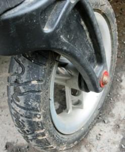 Pokud kolečko za jízdy kmitá, je třeba zpozornět!