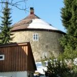 Kulatý dům - zajímavosti v okolí Horní Polubný