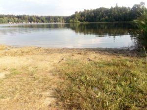 Koupací rybník s písčitou pláží