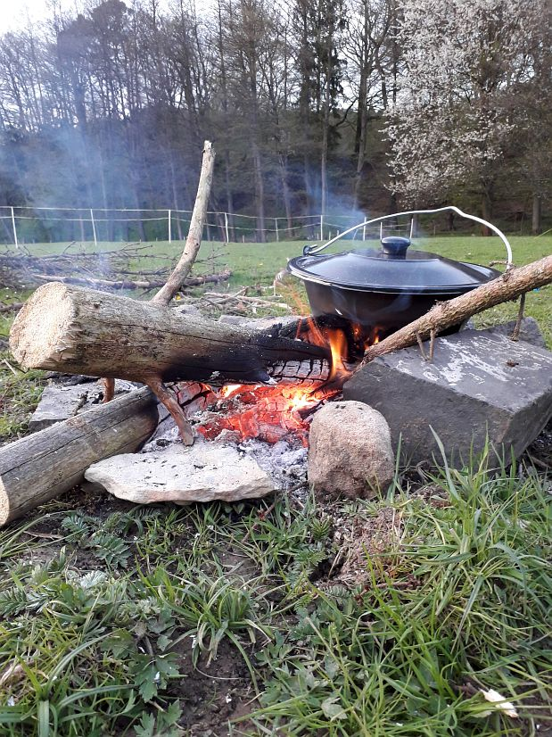 Zakšín, vaření v kotlíku